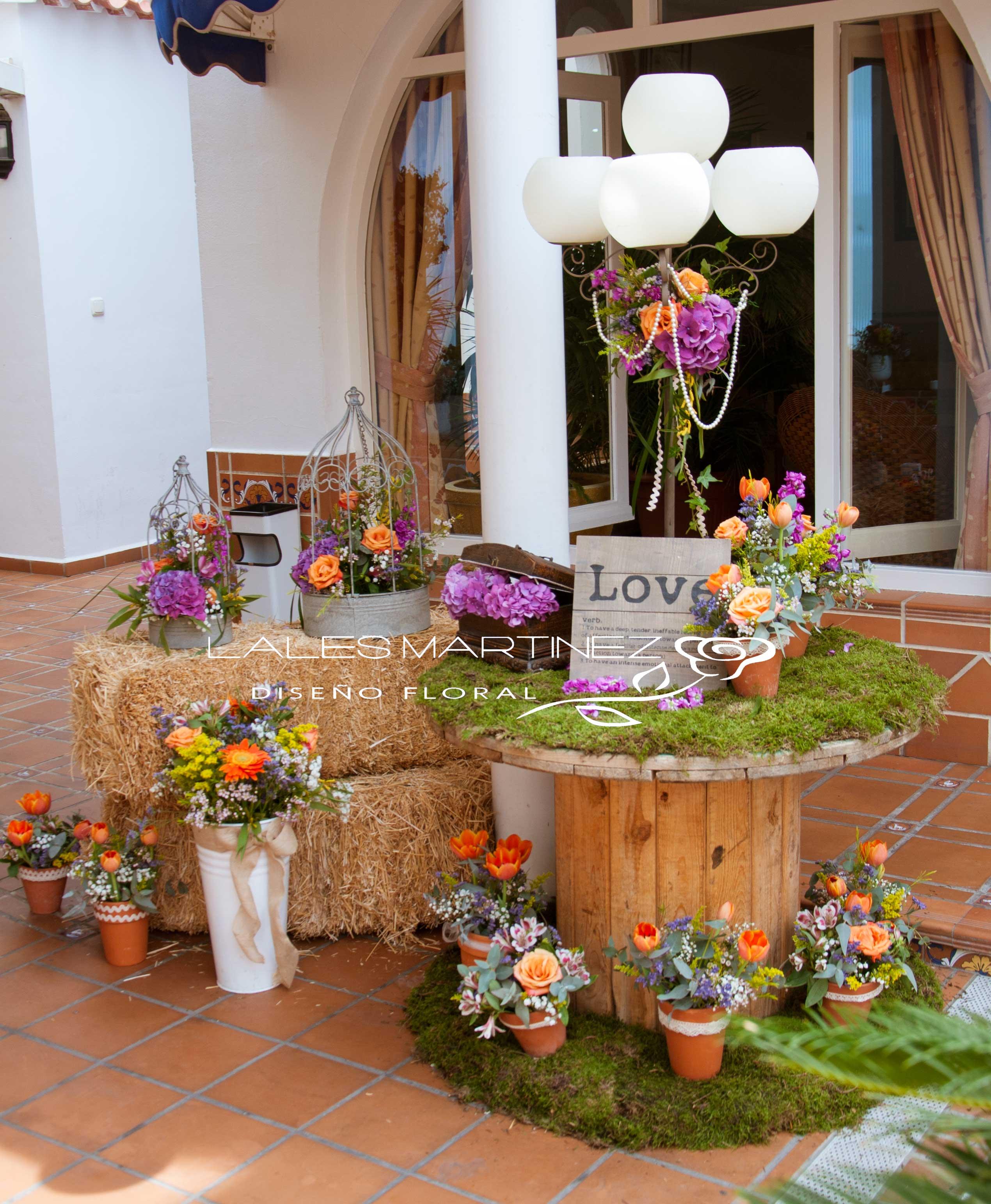 Lales martinez vintage y r stica terraza carmona vera for Mesa de terraza con quitasol